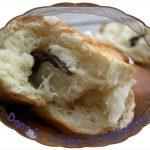 Petits pains au lait et barre de chocolat