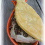 Filet de lieu jaune gratiné au beurre de ciboulette et son feuilleté sur lit de caviar d'aubergine