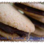 Biscuits noisette fourrés au chocolat