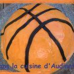 Gâteau d'anniversaire en ballon de basket
