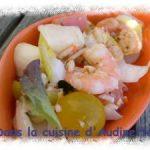 Salade saumon, crevettes, feta et plein d'autres trucs !