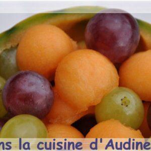 Méli mélo de billes de melon et grains de raisins