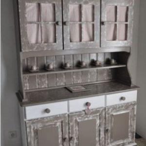 Comment relooker un vieux meuble de cuisine en pin ?