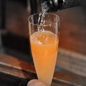 Le 40's : cocktail champagne, fraise, amaretto, vodka et orange