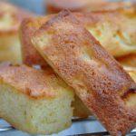 Petits cakes aux pommes et à la noix de coco