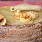 Gâteau de crêpes à la crème Michoko et à la ganache Carambar
