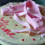 Gâteau au chocolat blanc et ses pointes pour jolie danseuse classique