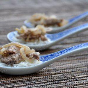 Cuillères asiatiques : boeuf aux oignons et riz