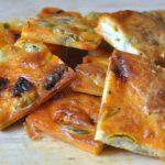 Carrés apéros aux olives, chorizo et chèvre