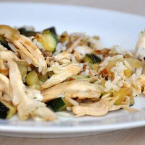 Poêlée de poulet au riz et aux courgettes