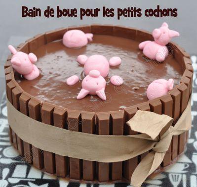 swimming piggies cake