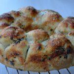 Pull Apart Bread fourré aux lardons et oignons