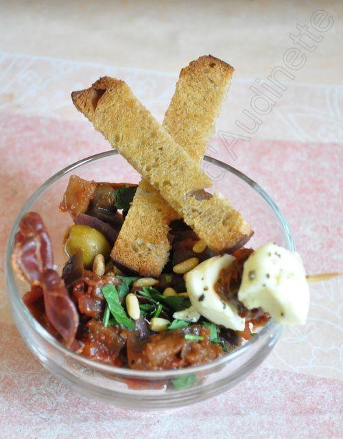 Caponata froide, chips de copa, brochettes moza et crostinis