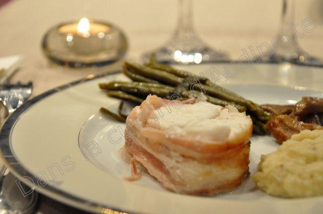 Servi ici avec une purée de céleri, un fagot de haricots verts et une poêlée de champignons.