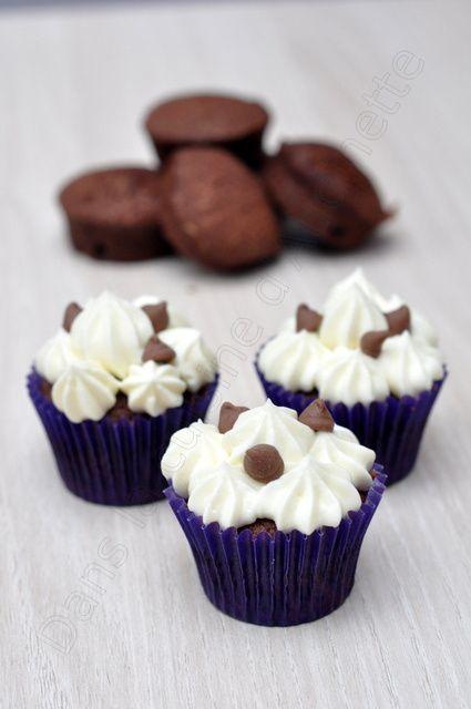 Petits cupcakes au chocolat et ganache montée ivoire