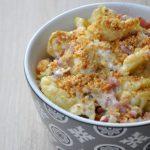 Spätzles à la crème, aux lardons et crumble de parmesan