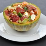 Salade de melon, jambon cru, courgette et feta