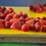 Entremets citron, fraises et framboises