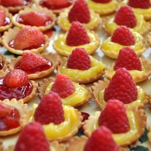 Mini tartelettes sucrées : fraises rhubarbe ou citron framboises