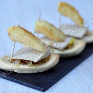 Barquettes sucrées salées : foie gras , oignons confits et pommes pôelées