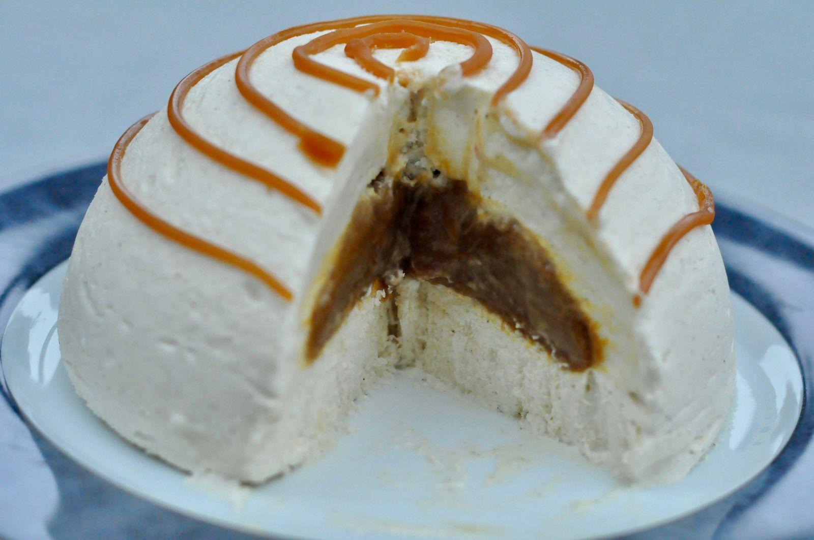 Dôme glacé de mousse de pommes, insert caramel beurre salé (en vidéo)