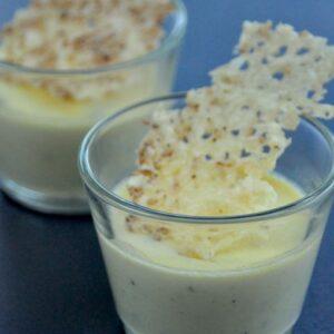 Verrine de crème de gorgonzola et sa chips de fromages au sésame