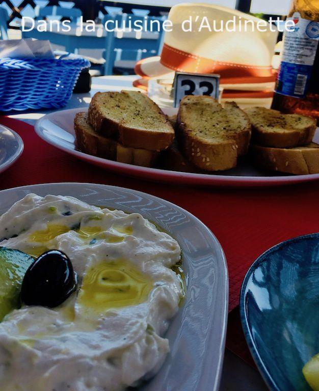 Retour de Grèce avec deux recettes : tzatziki et sfakiani pita