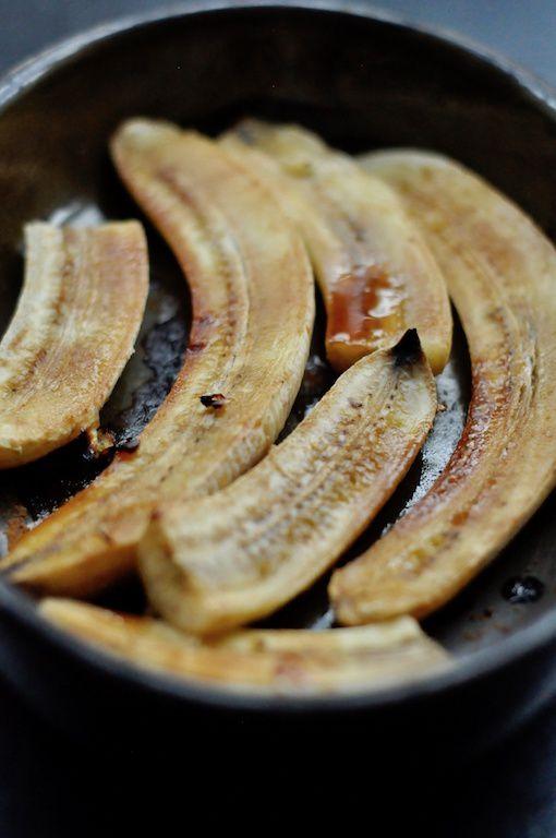 Crêpes à la banane rôtie pour mardi gras