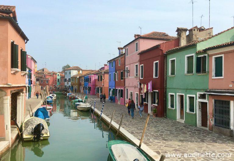 maisons et canal à Burano