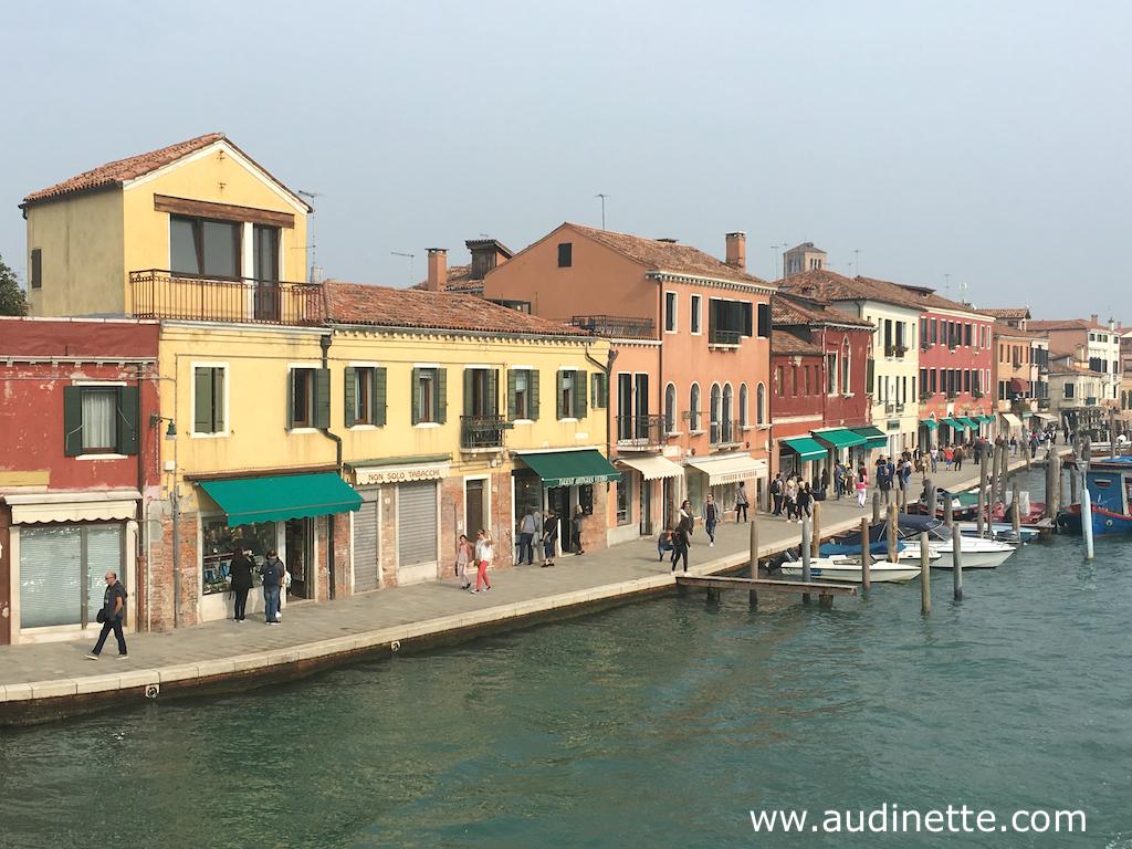 le long du canal à Murano