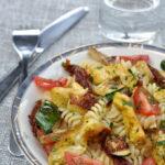 Fusilli au poulet curry, aux courgettes rôties et aux 2 tomates